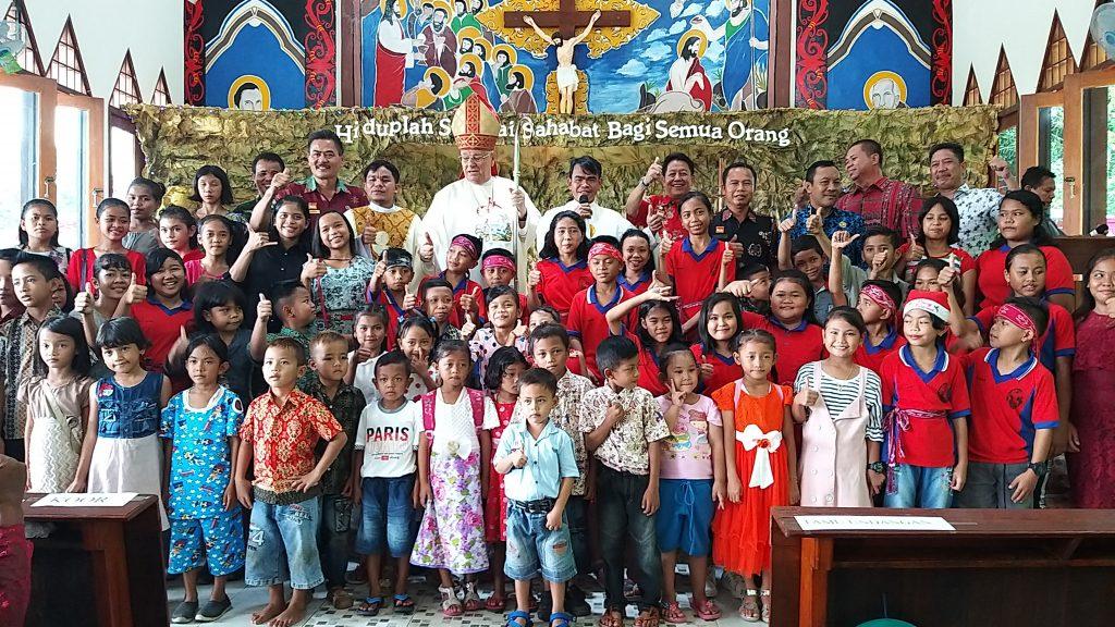 Kepala DPM Pemdes mewakili Bupati Sanggau menghadiri Safari Natal Umat Katolik di Kec. Bonti