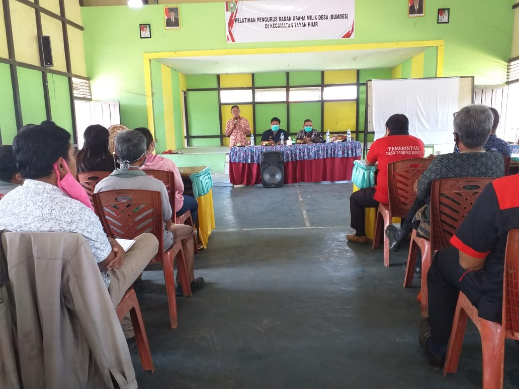 Pelatihan Pengurus Badan Usaha Milik Desa (BUMDES) di Kecamatan Tayan Hilir